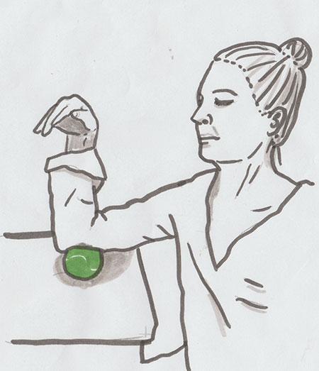 Gezeichnete Anleitung zur faszialen Selbstmassage des Oberarms