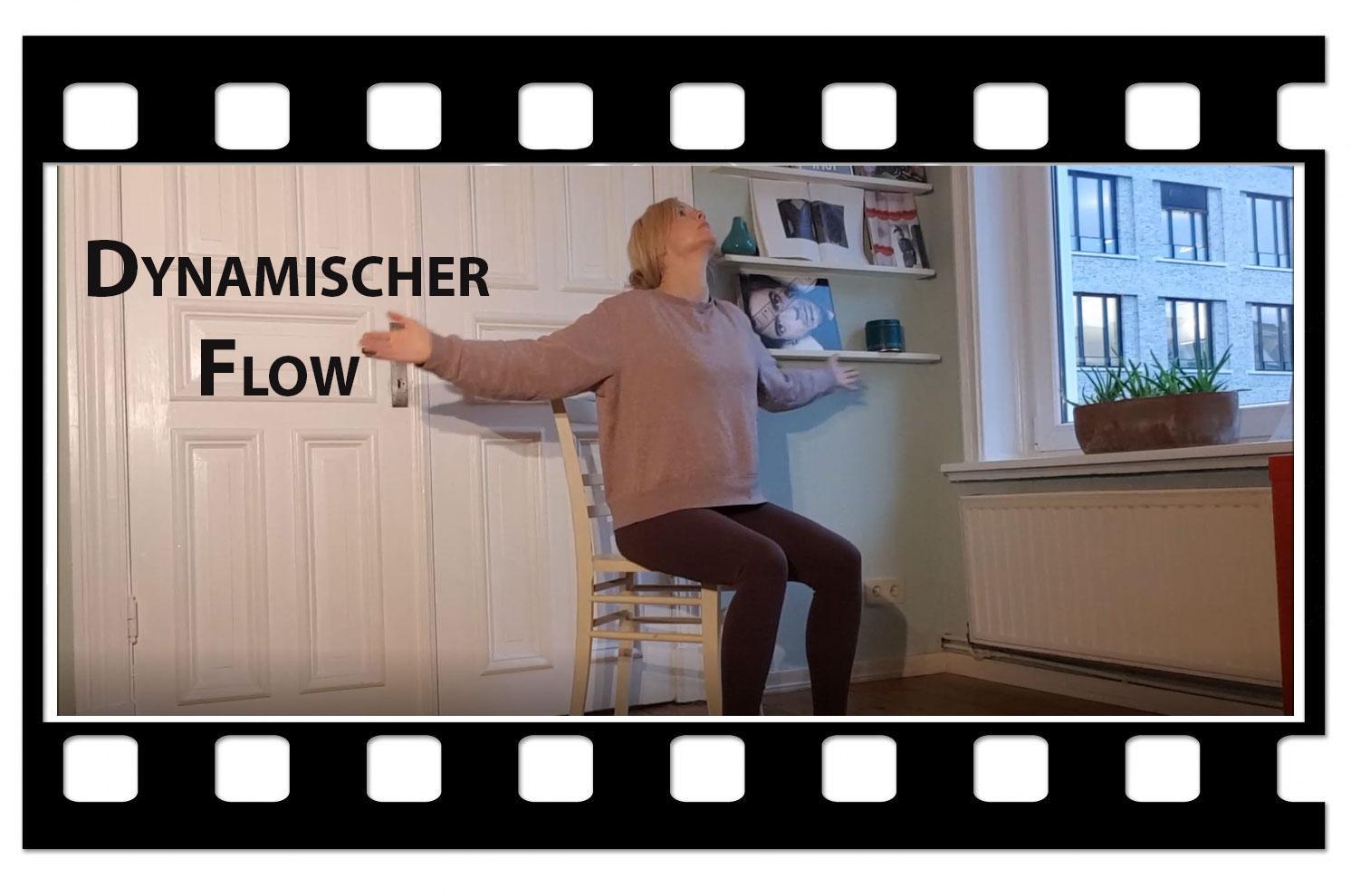 Videologo von Trotzallembewegnd umrahmt Michelle Laise, die auf einem Stuhl eine Yohahaltung aus der dazugehörigen Videoanleitung zeigt. Titel: dynamischer Flow